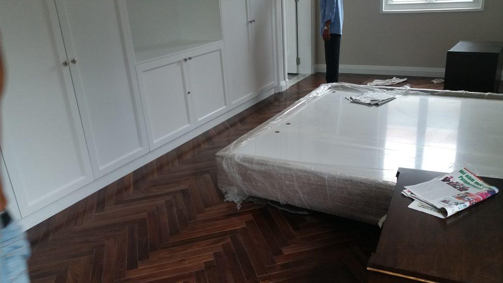 sàn gỗ Walnut lót kiểu xương cá